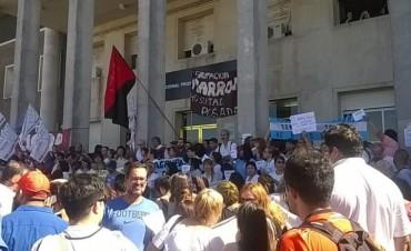 """Karina Almirón: """"Están vaciando el Posadas, privatizando sectores y luego vendrá el arancelamiento a los pacientes"""""""
