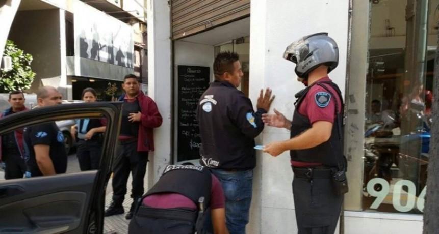 Detienen a trabajadores por manifestarse ante la Casa de Jujuy
