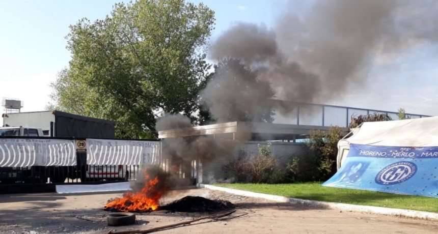 Moreno: Trabajadores de la fábrica Chemton reclaman por falta de pago