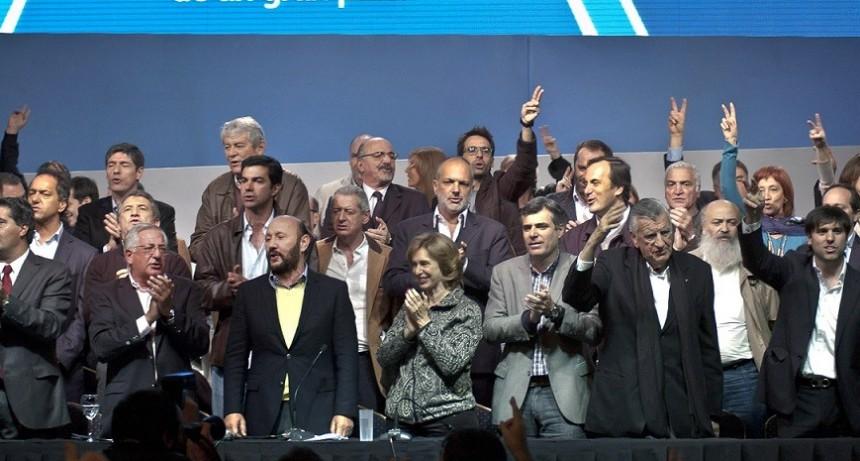 """El PJ Nacional reunió el Congreso y se mostró """"en Unidad"""""""
