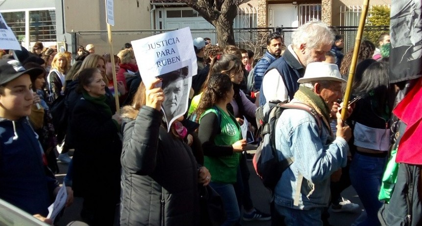 Moreno: La comunidad educativa marchó hasta el Consejo Escolar