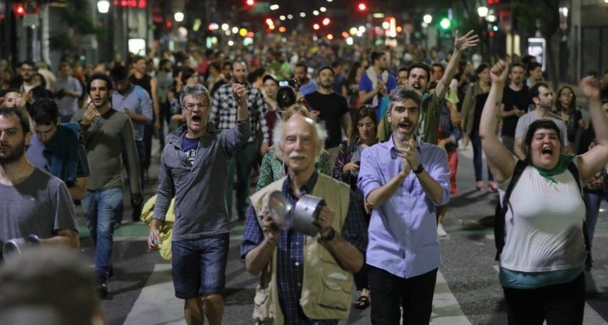 En distintas ciudades: Se produjo un Cacerolazo en rechazo al gobierno nacional