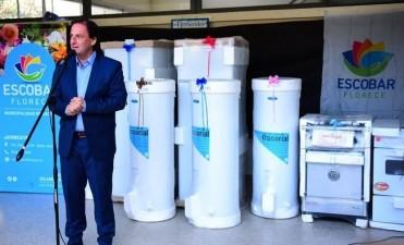 Escobar: Sujarchuk entregó electrodomésticos a comedores de 36 escuelas