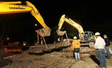 Villa Adelina: Colocan puentes del túnel La Calandria del ferrocarril Belgrano Norte