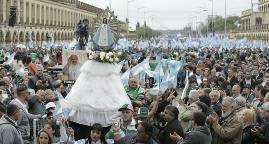 Hugo Moyano encabezó una masiva movilización a Luján bajo el lema