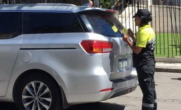 La Plata: Vuelven a multar al intendente Garro por mal estacionamiento
