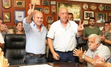 Ensenada: Mario Secco anunció un aumento del 25% para municipales y un bono de $3.000