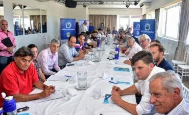 Menéndez inauguró la cumbre del PJ, con algunos ausentes y notorias presencias