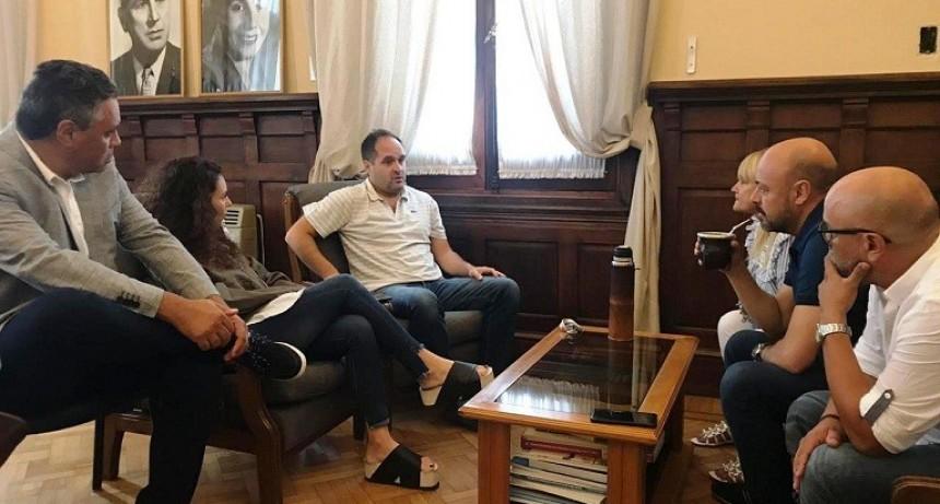 Navarro: Maggiotti recibió a Marisol Merquel junto a legisladores peronistas