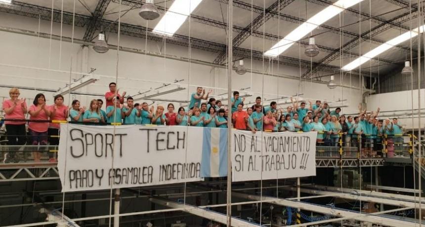 Sport Tech: Continúa el reclamo de los trabajadores por el cierre de la fábrica