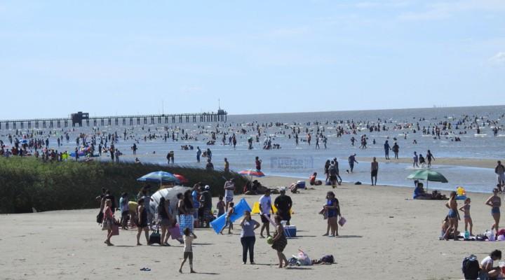 La temporada en Punta Lara arrancó con espectáculos, música, gastronomía y mucha playa