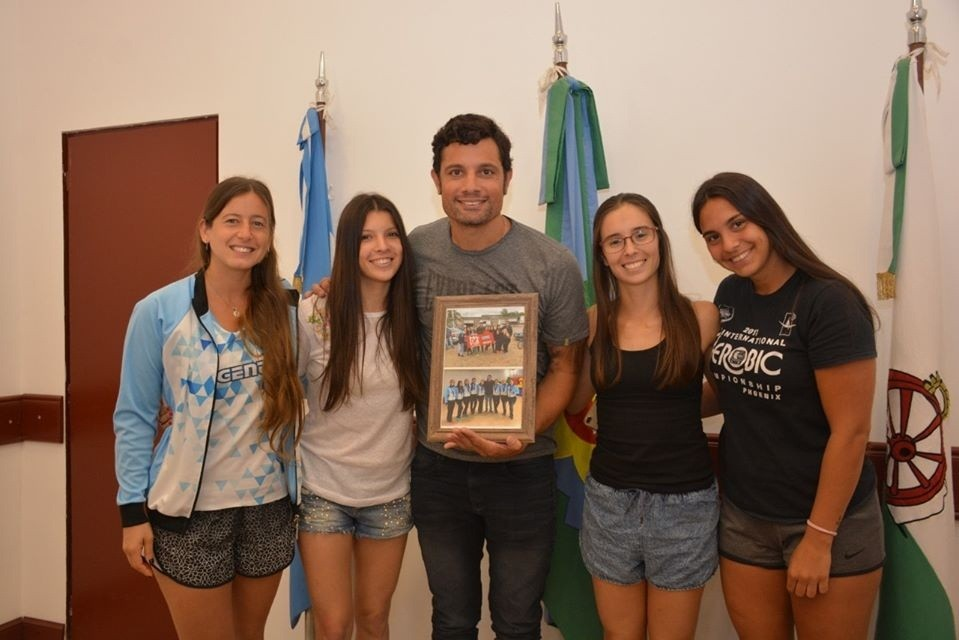 Gral. Rodríguez: Las atletas de MT Gym reconocieron a Mauro García por la ayuda para viajar a distintas competencias