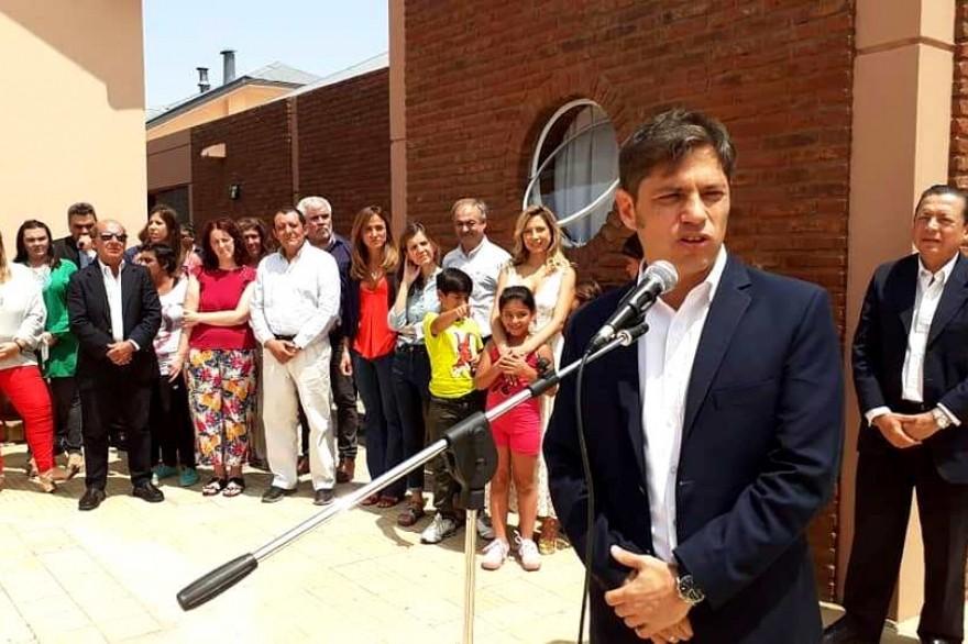 El gobernador Kicillof recorrió Benito Juárez junto a Fabiola Yañez