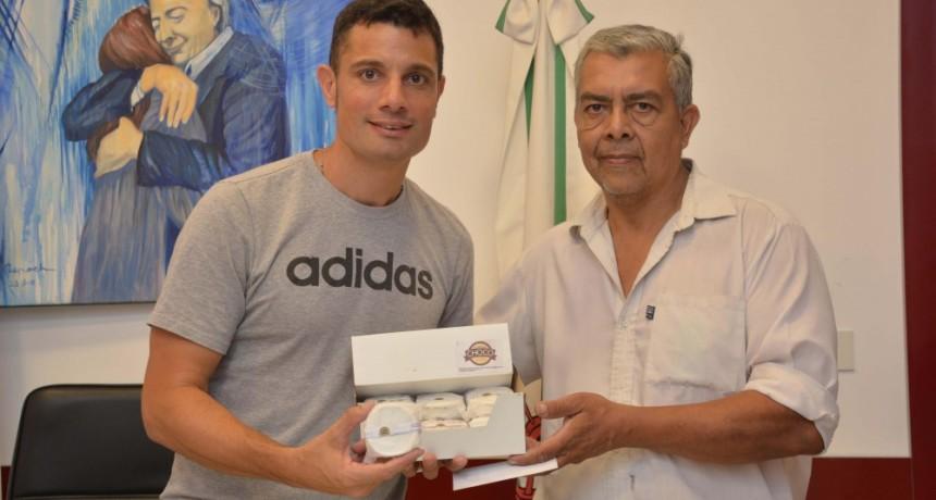 """Gral. Rodríguez: Mauro García se reunió con el micro emprendedor de """"El Abuelo Chocolate"""""""