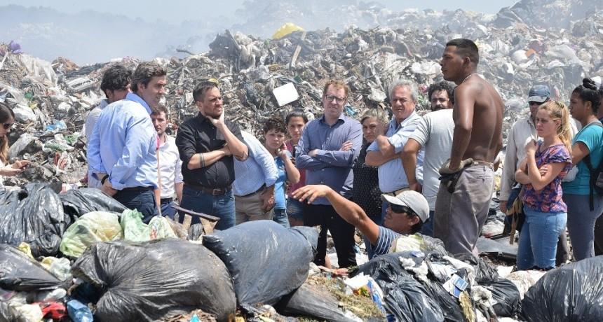 El Ministro Juan Cabandié recorrió el basural de Luján junto al Intendente Leo Boto
