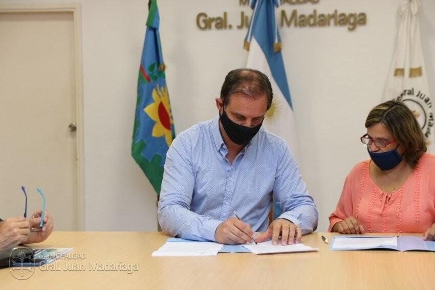 Gral. Madariaga: Firmaron el convenio con la empresa que hará la repavimentación de la Av. Tuyú