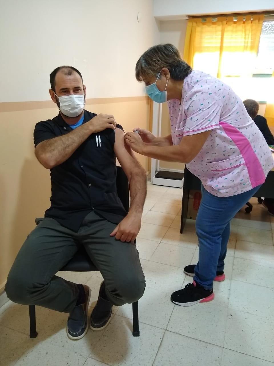 Puan: Personal de salud recibe la vacuna Sputnik V contra el covid19