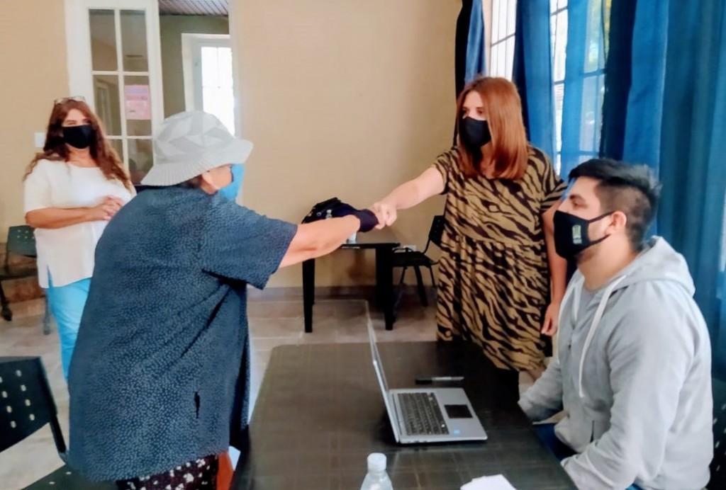 Malvinas Argentinas: El Municipio asesora a los adultos mayores que quieren vacunarse contra el Covid-19