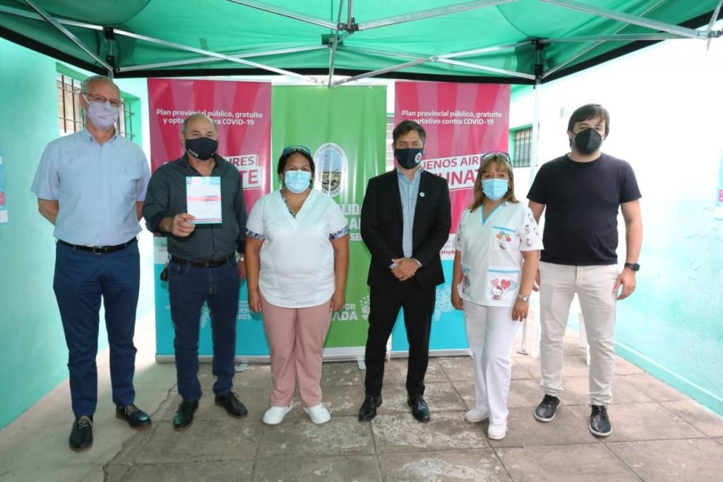 Ensenada: El Ministro Gollan le aplicó la vacuna al Intendente Secco