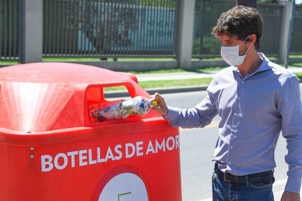 """San Fernando: Juan Andreotti supervisó la instalación de nuevas campanas de """"Botellas de Amor"""""""
