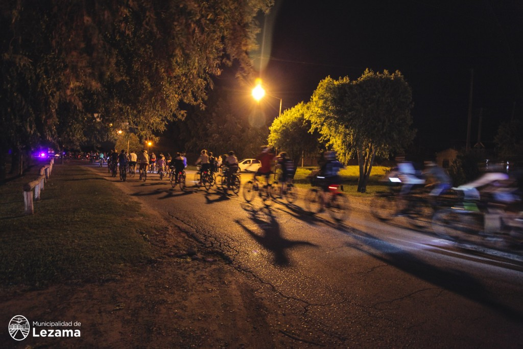 """Lezama: Exitosa bicicleteada a """"La Postrera"""" en una noche para el recuerdo"""