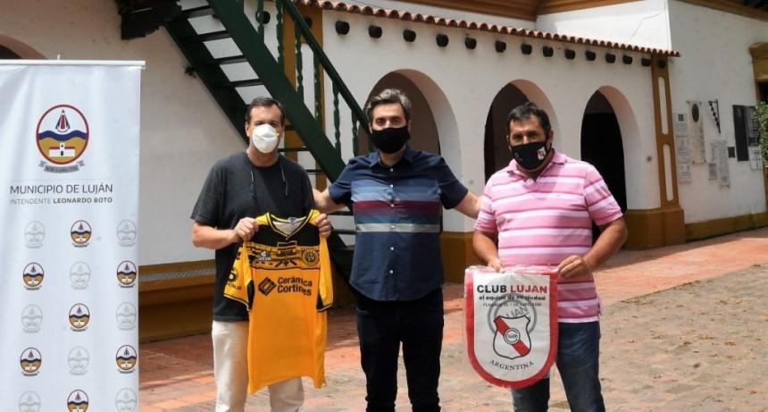 Luján: El Intendente entregó subsidios a los clubes Luján y Flandria