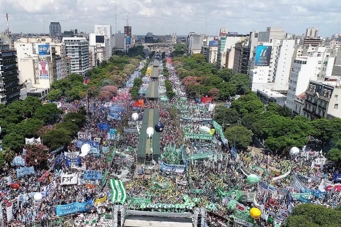 21F: Multitudinario acto contra las políticas de ajuste de Macri