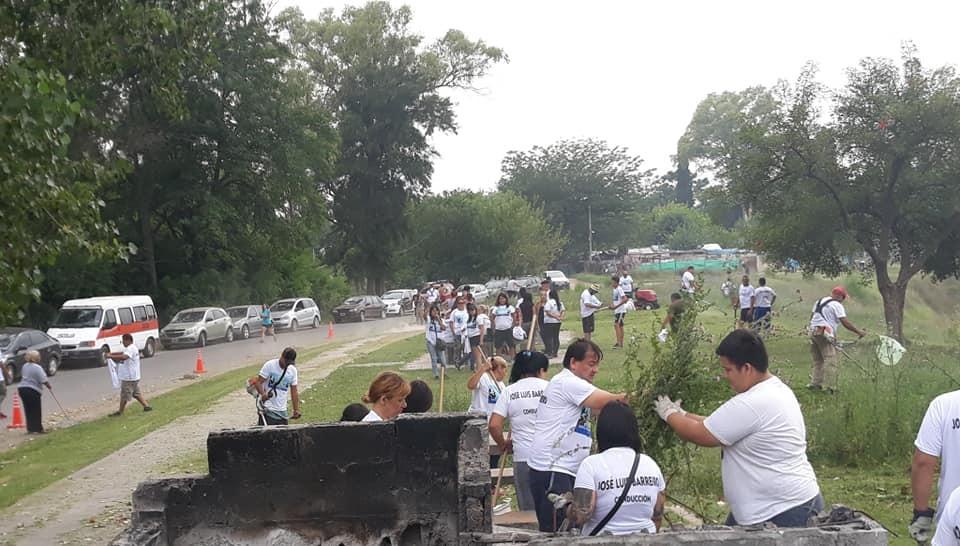 Moreno: Militantes de Unidad Ciudadana acondicionaron el espacio público en la Ribera