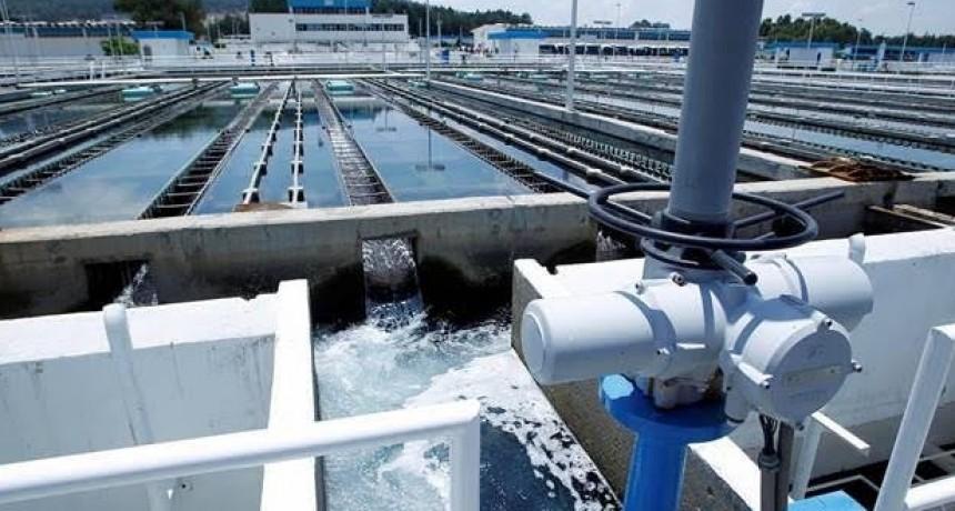 Merlo: La justicia federal condenó a AySA a entregar agua envasada a un vecino