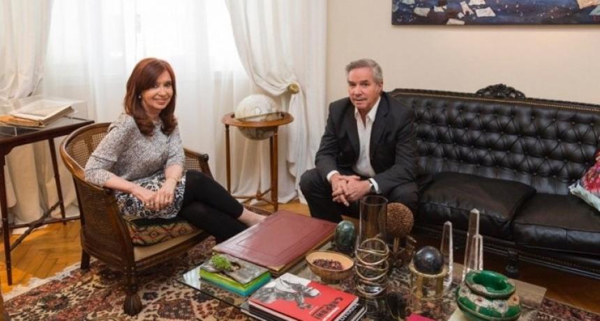 Se une el peronismo: Felipe Solá se reunió con Cristina Kirchner, después de 11 años