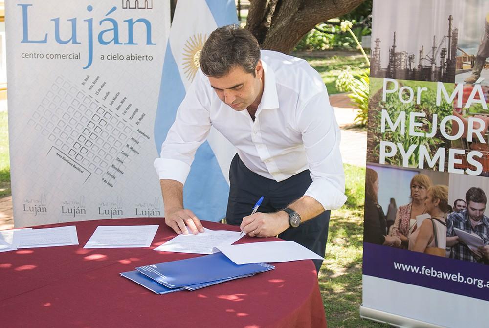 Luján: Leo Boto firmó un convenio para avanzar con el Centro Comercial a Cielo Abierto