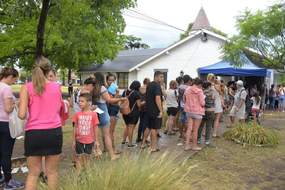 Ituzaingo: más de 1400 vecinos ya recibieron su Tarjeta Alimentaria