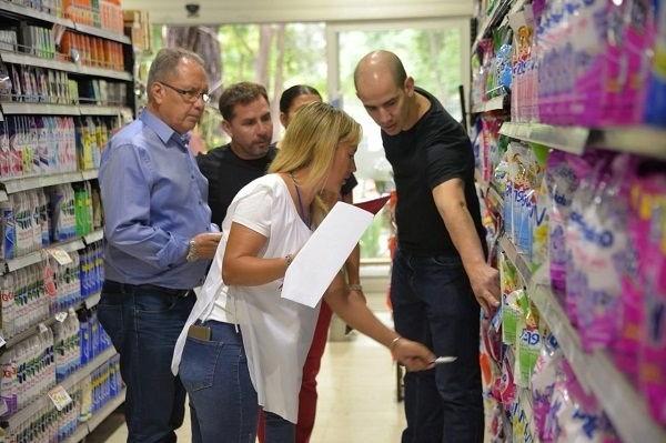Ituzaingo: Descalzo clausuró dos supermercados por no cumplir con Precios Cuidados y la Tarjeta AlimentAR