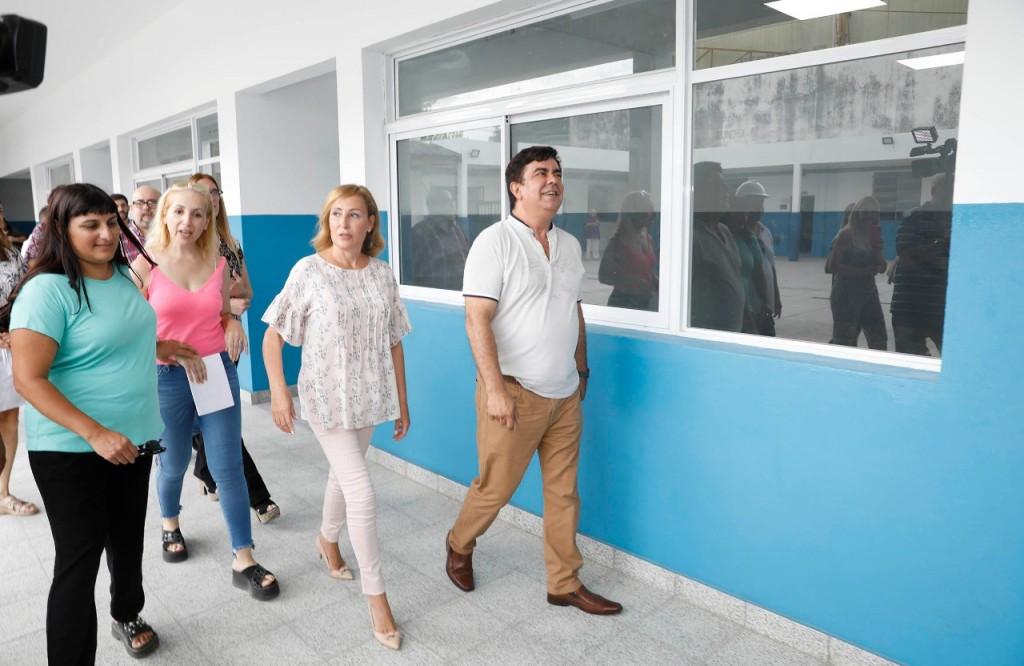 """Espinoza: """"Estamos reacondicionado y ampliando 217 aulas de las escuelas públicas de La Matanza"""""""