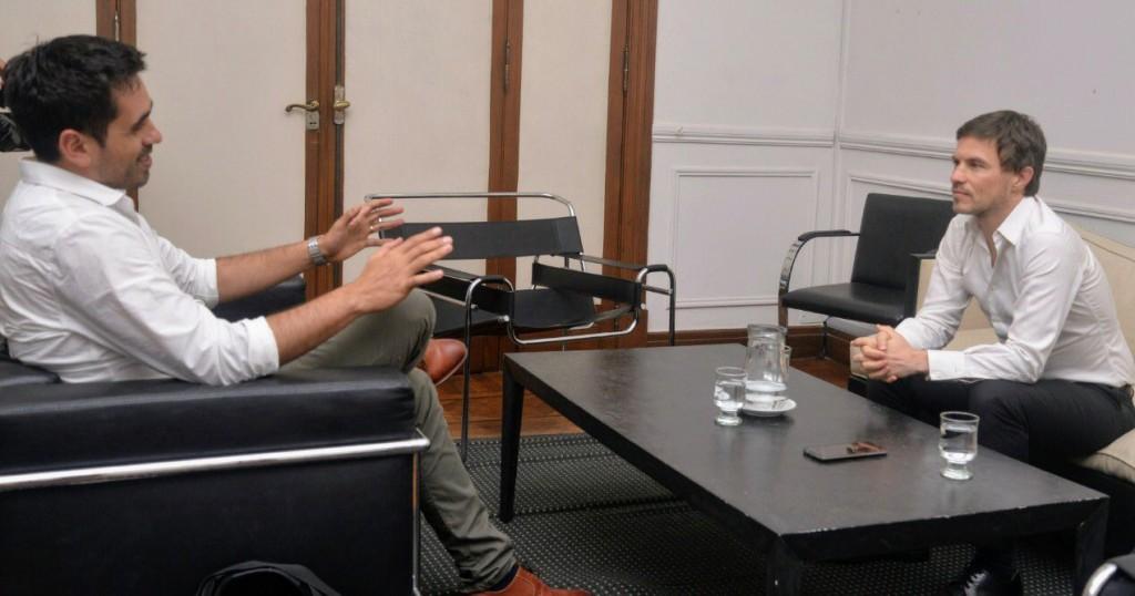 El ministro Costa recibió al intendente de Carmen de Areco para impulsar la producción local