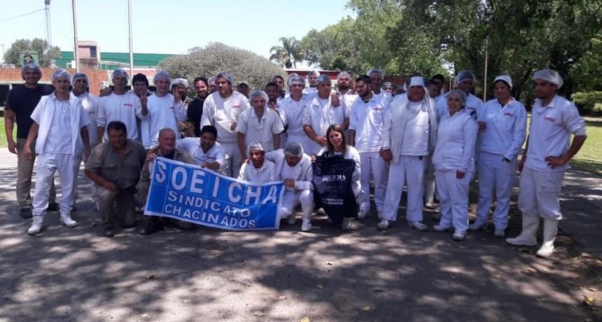 Los trabajadores de salchichas Granja Iris reclaman por nuevos despidos en fábrica de Moreno