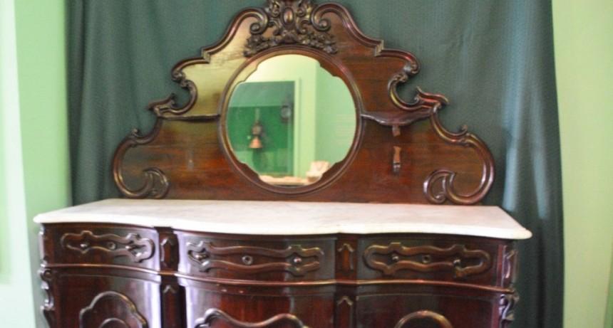 Gral. Rodríguez: El tataranieto de Bernardo de Irigoyen, donó al Museo Histórico un mueble que tiene más de 200 años