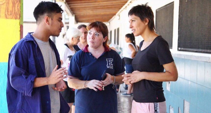 Quilmes: Mayra Mendoza participó de la jornada solidaria en la EP N°65