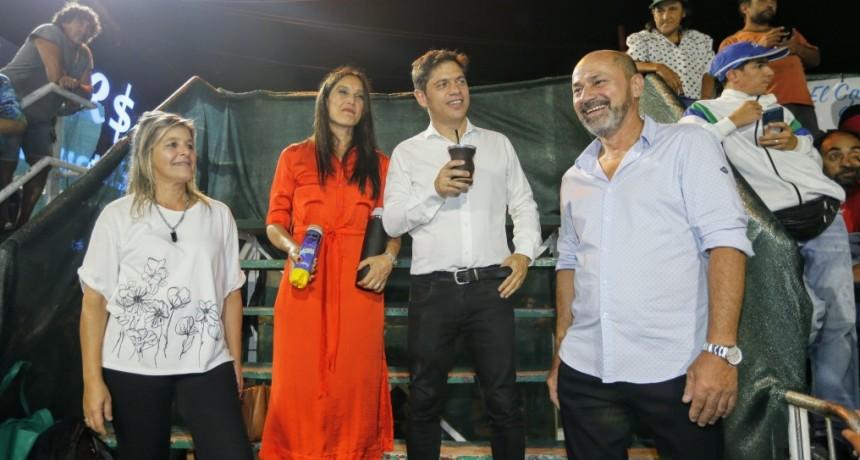 Ensenada: Kicillof visitó el Carnaval de la Región junto al intendente Secco