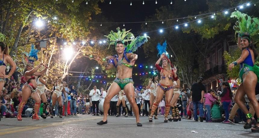 """Juan Ustarroz aseguró que el Carnaval """"es la gran fiesta por excelencia, popular, masiva"""""""