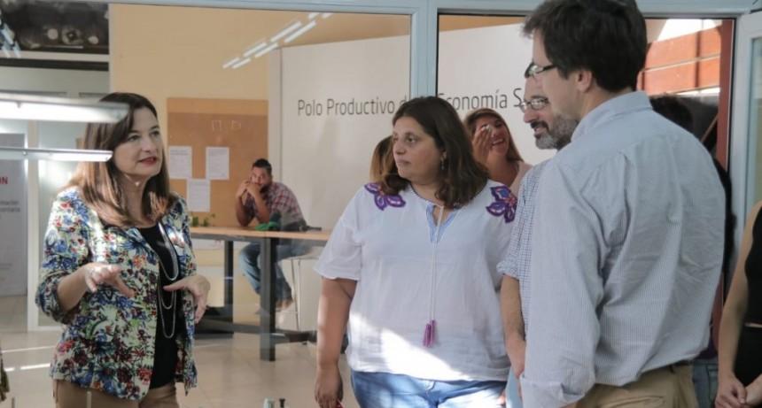 Morón: Lucas Ghi y la ministra Estela Díaz recorrieron el Polo Productivo de la Economía Social