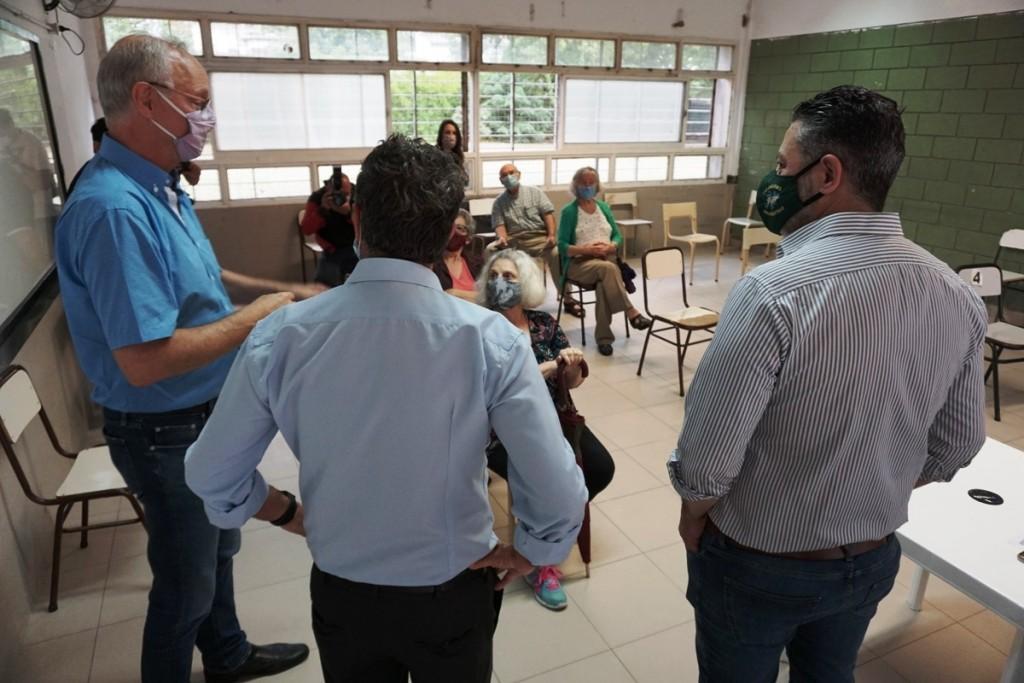 Merlo: Comienza la vacunación contra el COVID-19 para adultos mayores en el distrito