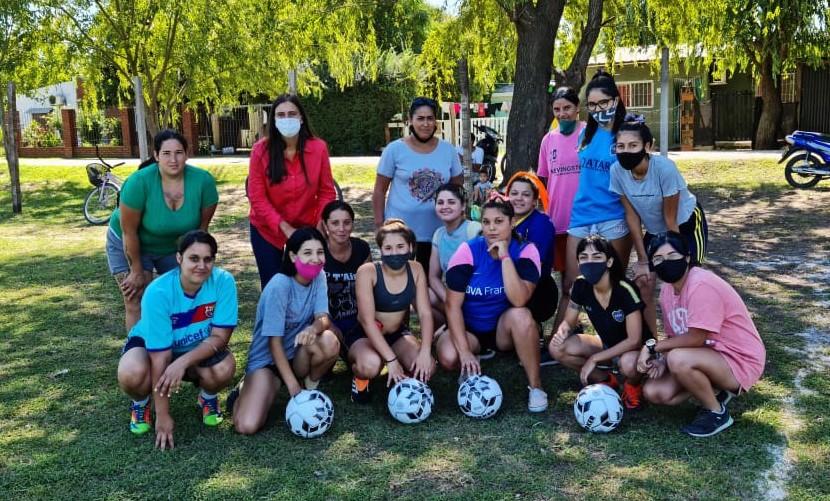 Campana: Elisa Abella visitó al equipo femenino del Club Atlético Santa Lucía