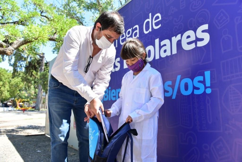 San Martín entregó más de 4 mil kits escolares del programa Buen Comienzo