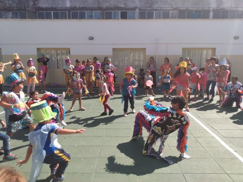 """Mercedes: Casa del Niño realizó el cierre de verano con su propia murga """"Los Reciclados"""""""