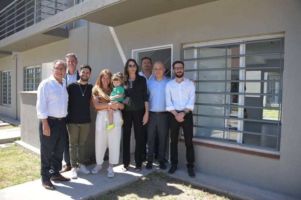 Ituzaingó: La ministra Bielsa y Descalzo entregaron a 30 familias, viviendas del ProCreAr