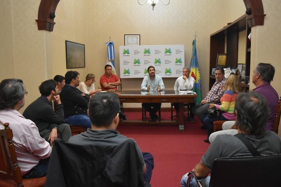Mercedes: Ustarroz se reunió con comerciantes gastronómicos por prevención del Coronavirus