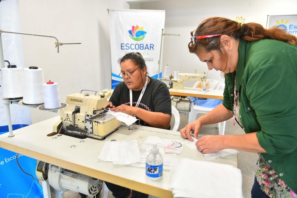 La Municipalidad de Escobar ya fabrica barbijos, alcohol en gel y camisolines quirúrgicos