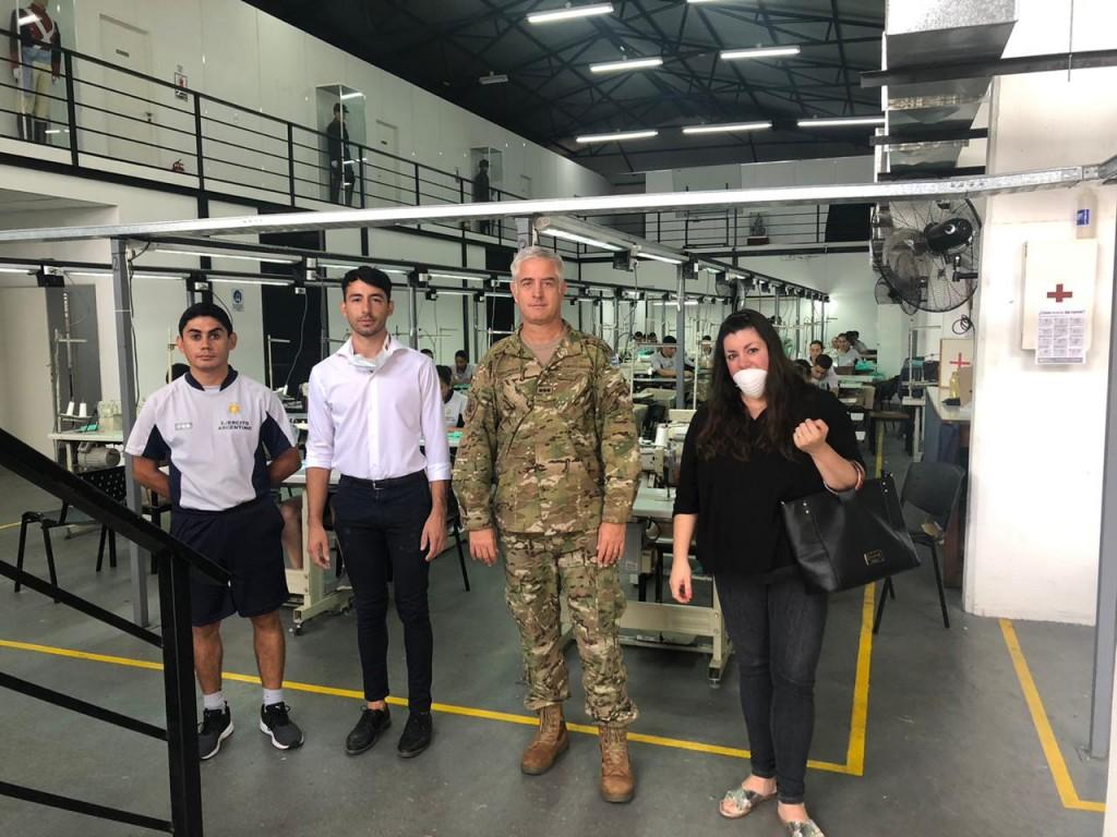 Zárate: El Intendente Cáffaro visitó la Sastrería Militar