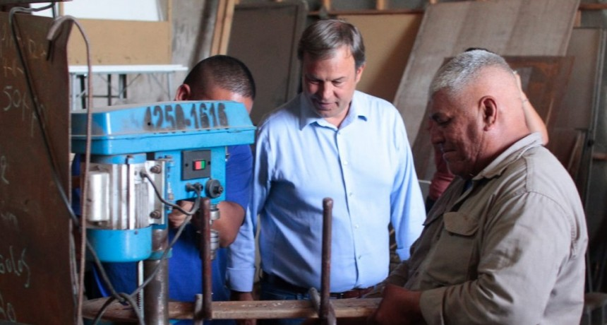 Alte. Brown: Cascallares supervisó la reparación del mobiliario escolar en el Polo Productivo